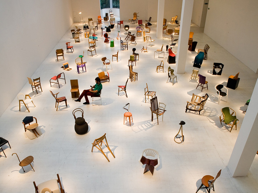 installation-gamper-100-chairs-milan